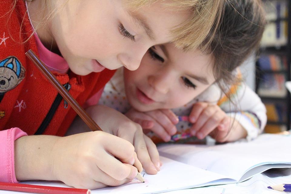 https://pixabay.com/en/kids-girl-pencil-drawing-notebook-1093758/